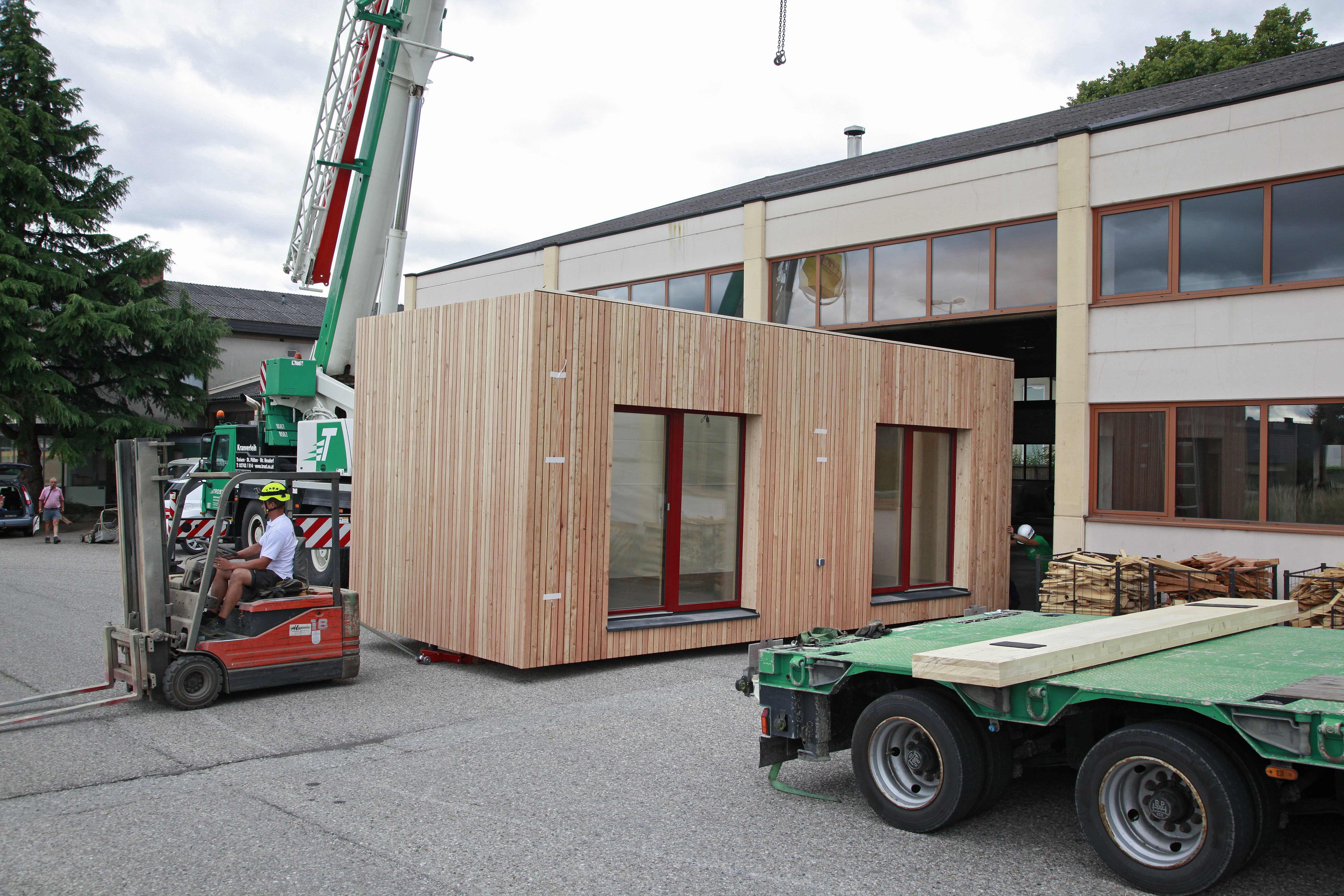 Verladung McCube Modulhaus Holz